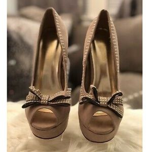 TAUPE Platform Pump with gold studs